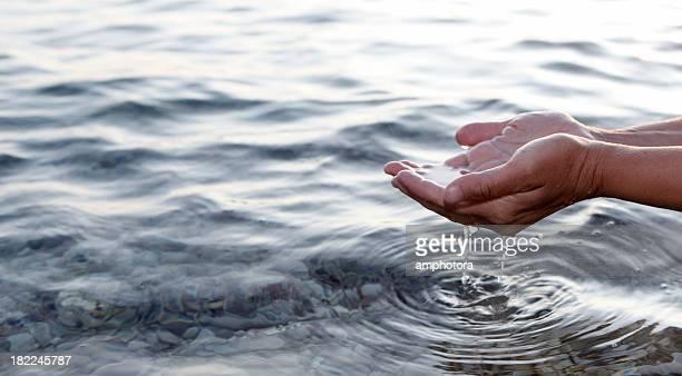 Hände und Wasser