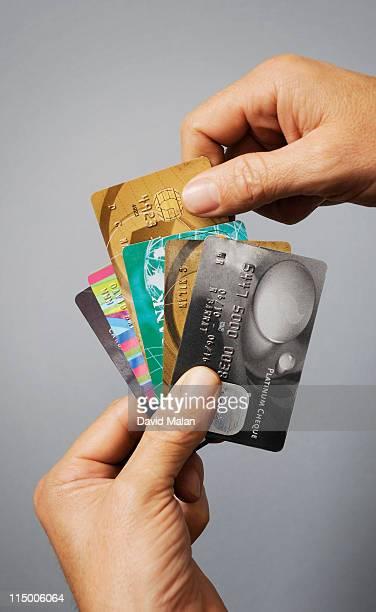 hands choosing a credit card, - groupe moyen d'objets photos et images de collection