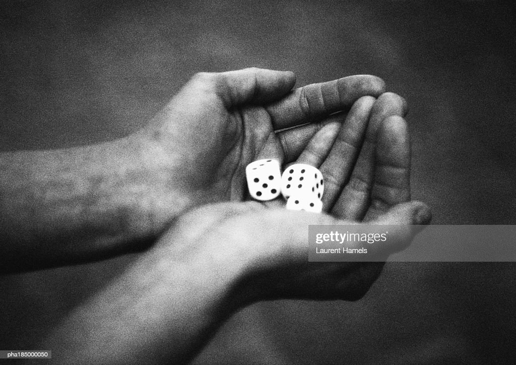 Hands holding dice, close-up, b&w : Stockfoto
