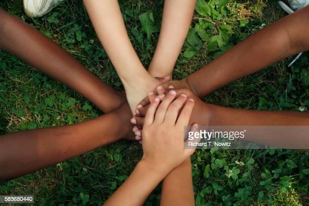 hands of children playing game - ethnische zugehörigkeit stock-fotos und bilder