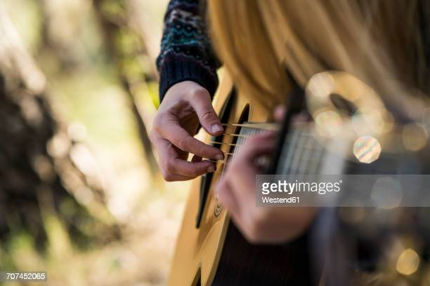 hands of woman playing guitar - シンガーソングライター ストックフォトと画像
