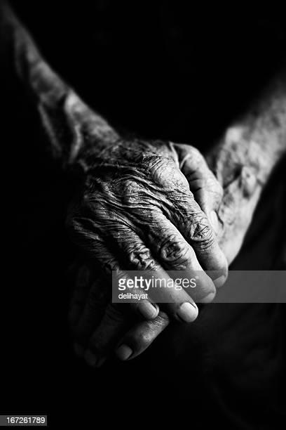 les mains - main noir et blanc photos et images de collection