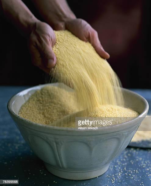 hands pouring couscous - couscous photos et images de collection