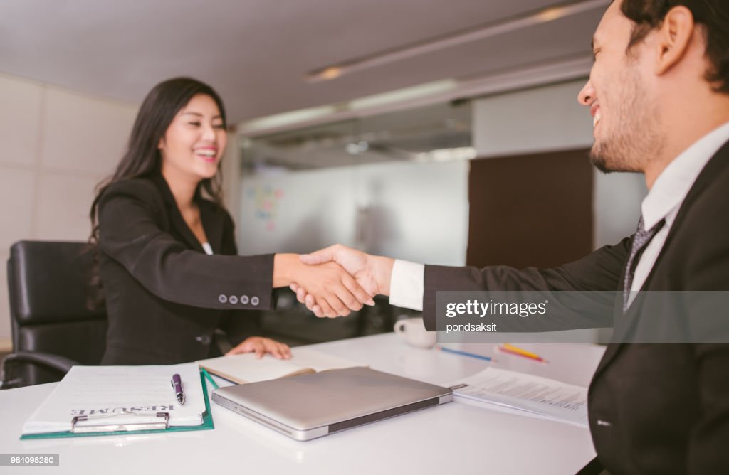 handshake business in office : Foto de stock