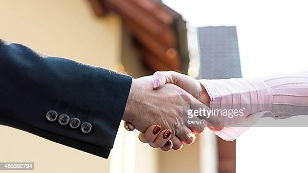 Handshake for new buying house