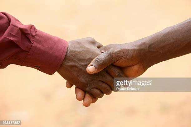 handshake - tori deal stock photos and pictures
