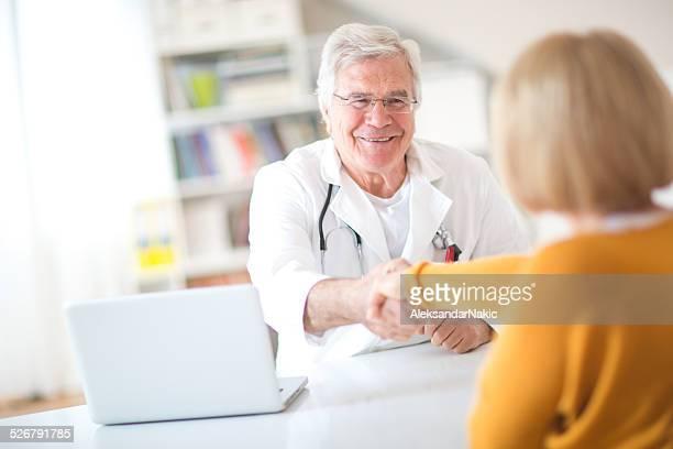 Apretón de manos con el médico