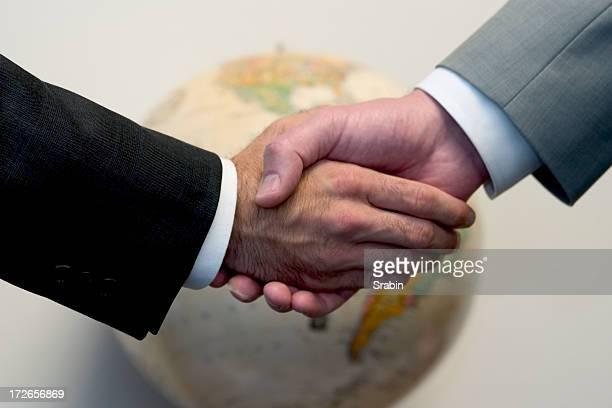Hände schütteln mit Welt