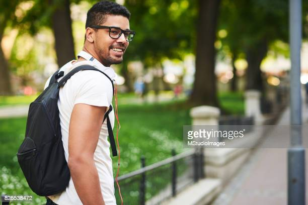 bonito homem afro-americano. - europa oriental - fotografias e filmes do acervo