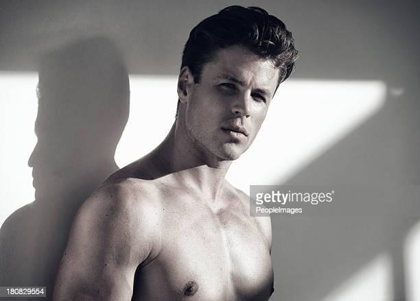 atractivo y moody - hombre desnudo fondo blanco fotografías e imágenes de stock