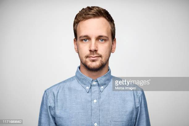 handsome bearded businessman wearing blue shirt - europese etniciteit stockfoto's en -beelden