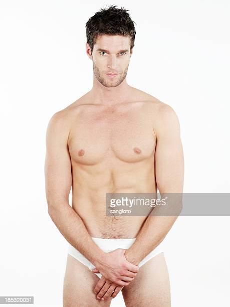 bonito em roupa interior com as mãos cobrindo calções - homem de cueca imagens e fotografias de stock