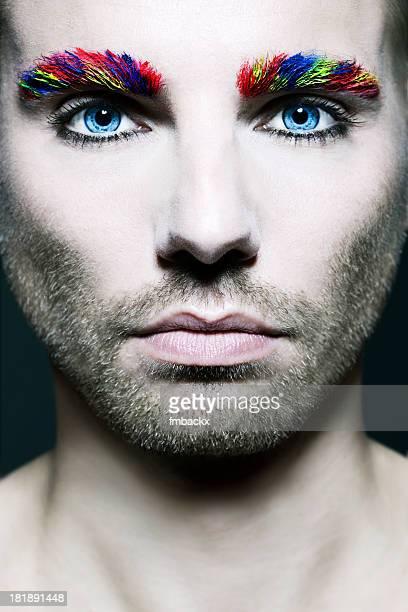 Un bell'uomo con Make-up creativo