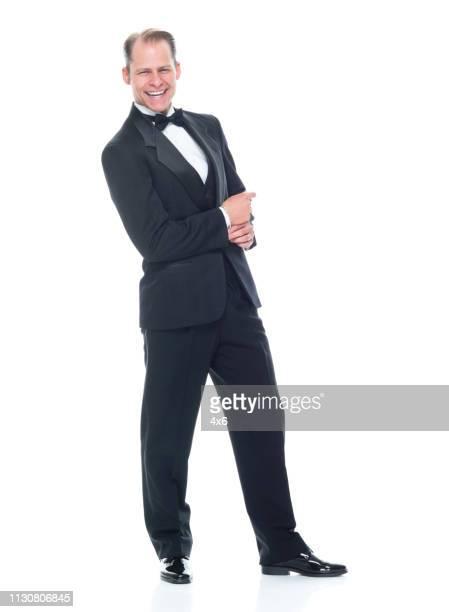 hübsche mann in tuxedo - smoking stock-fotos und bilder