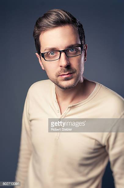 handsome man - thick rimmed spectacles - fotografias e filmes do acervo