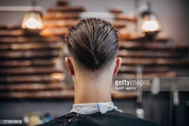 knappe mens met modern kapsel - haardracht stockfoto's en -beelden