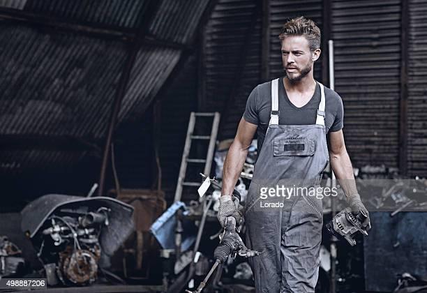 Mécanicien de travail élégant