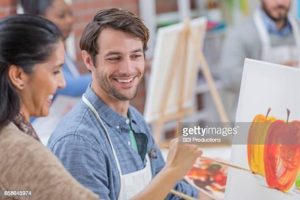 stilig mitten av vuxen-kaukasiska art instruktör som fungerar med student - canvas bildbanksfoton och bilder