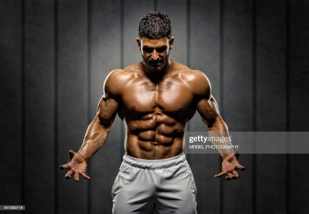 筋肉のハンサムな男性  : ストックフォト