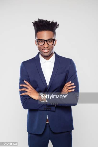 bonito jovem empresário americano afro - funky - fotografias e filmes do acervo