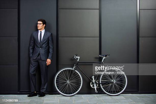 handsome young business man with his modern bicycle. - cristian neri foto e immagini stock
