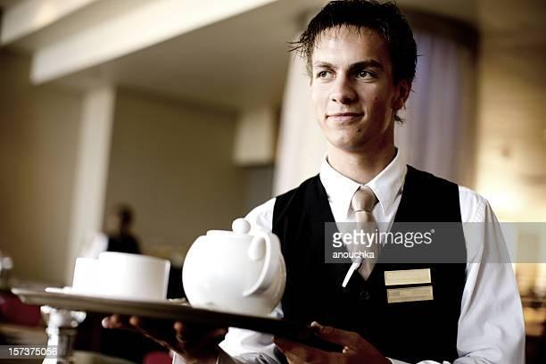Joven atractivo Retrato de camarero