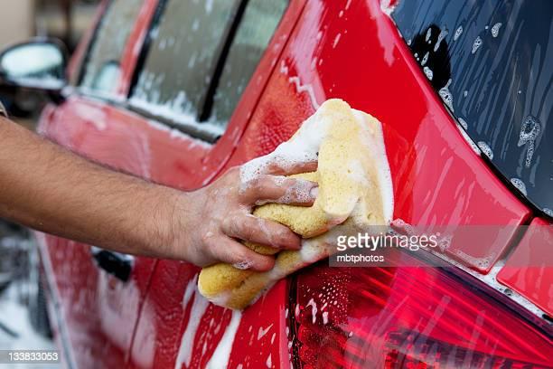 lavando carro vermelho - lava - fotografias e filmes do acervo