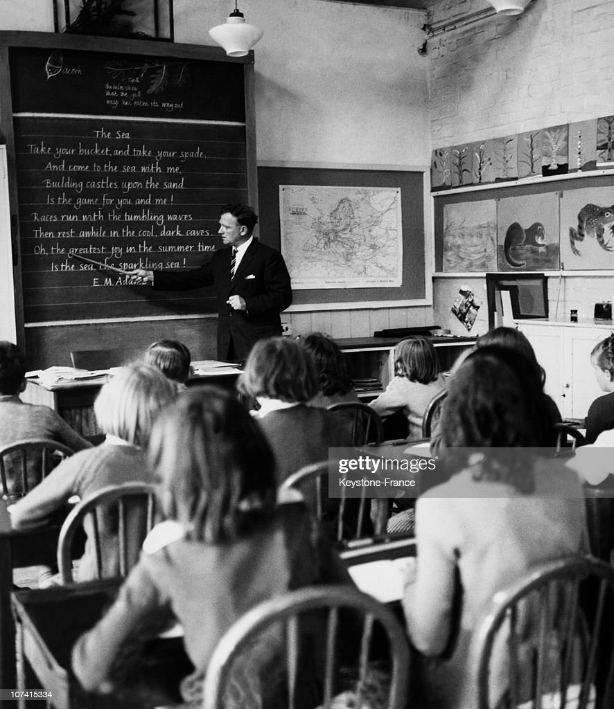 Handwriting Contest In England On July 13Rd 1962 : News Photo