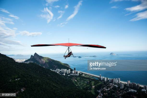 hang gliding - américa del sur fotografías e imágenes de stock