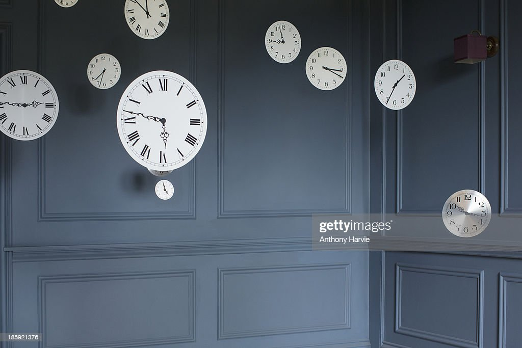 Hanging clocks in sitting room : Stock Photo