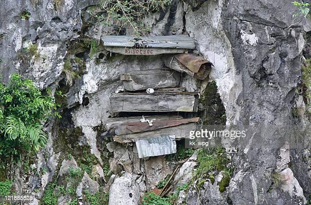 hanging coffins, sagada, philippines - luzón fotografías e imágenes de stock