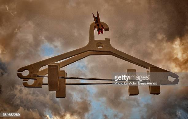 hanging from heaven - victor ovies fotografías e imágenes de stock
