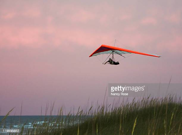 hanging on wind - glider - fotografias e filmes do acervo