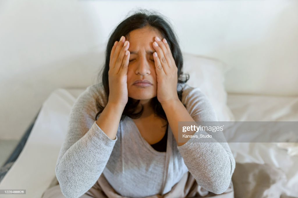 Hangover headache get worse with age : Stock Photo