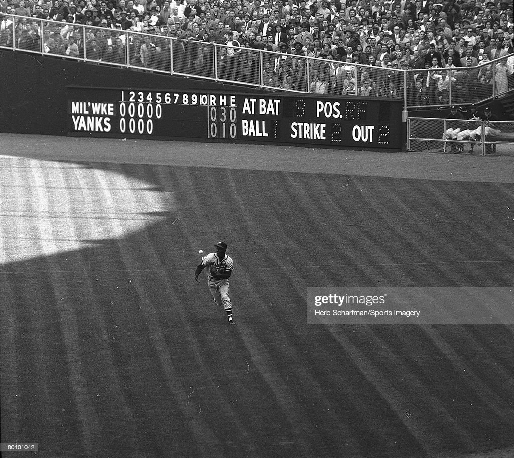 Milwaukee Braves v New York Yankees : News Photo