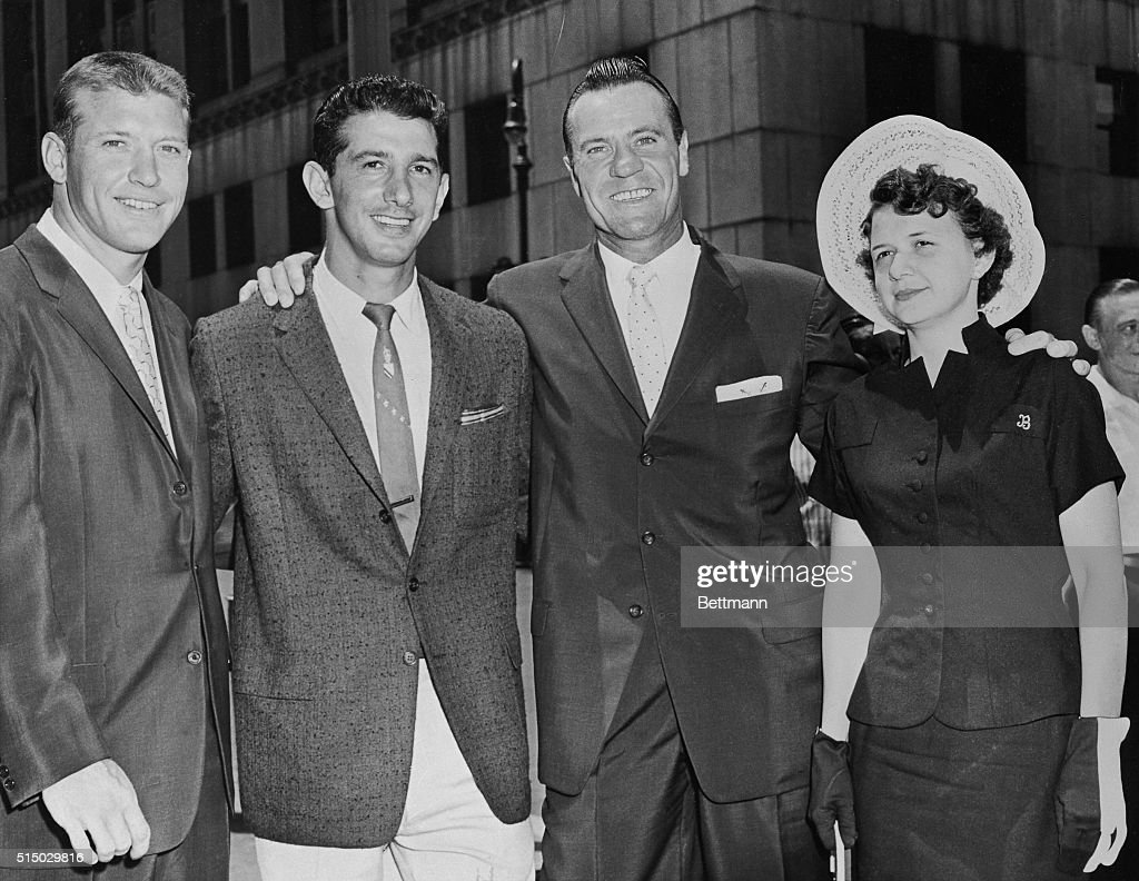 Hank Bauer with Mickey Mantle and Billy Martin : News Photo