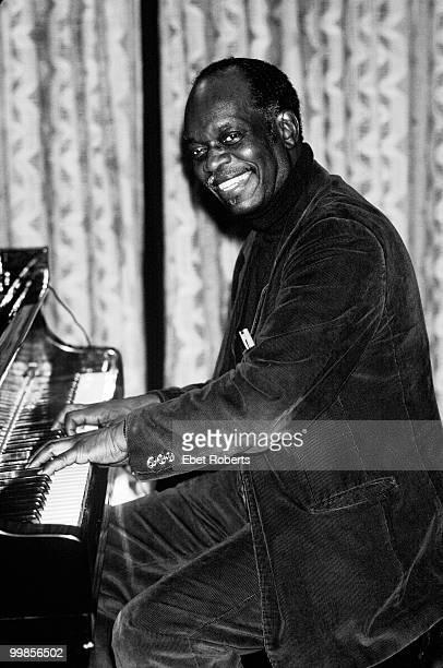 NEW YORK NOVEMBER 18 Hank Jones performs on stage at Soundmixers Studio on November 18th 1982 in New York City