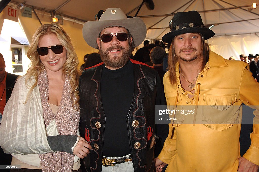 2006 CMT Music Awards - Red Carpet : News Photo