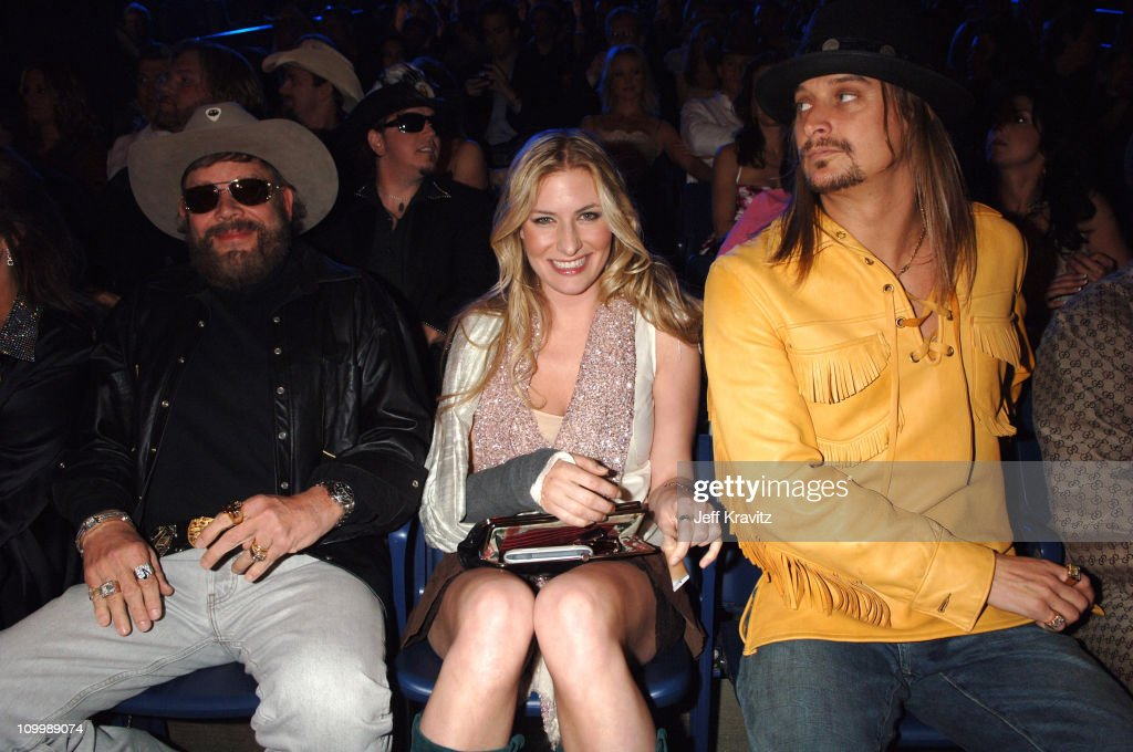 2006 CMT Music Awards - Backstage and Audience : News Photo