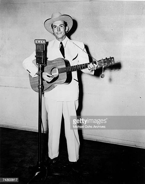 Hank Williams performs on KWKH Radio circa 1947 in Shreveport Louisiana Photo by Michael Ochs Archives/Getty Images