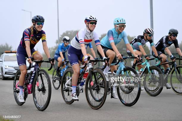 Hannah Barnes of United Kingdom, Alice Barnes of United Kingdom and Team Canyon SRAM Racing and Anna Christian of United Kingdom and Team Drops-Le...