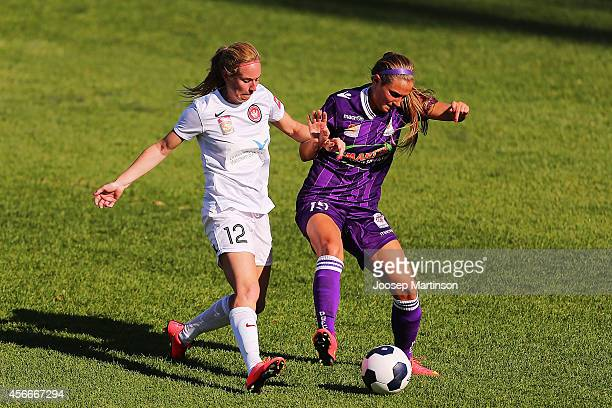 Hannah Beard of the Wanderers competes with Shelina Zadorsky of the Glory during the round four WLeague match between Western Sydney and Perth Glory...