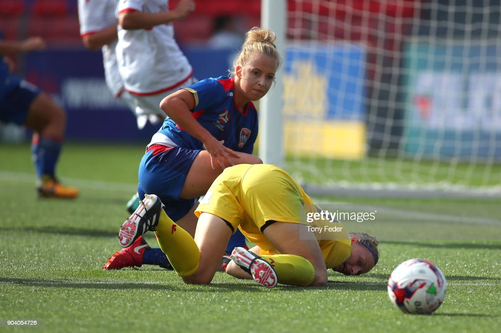 Hannah Brewer of the Jets contests the ball with Sarah Willacy of Adelaide during the round 11 W-League match between the Newcastle Jets and Adelaide United at McDonald Jones Stadium on January 12, 2018 in Newcastle, Australia.