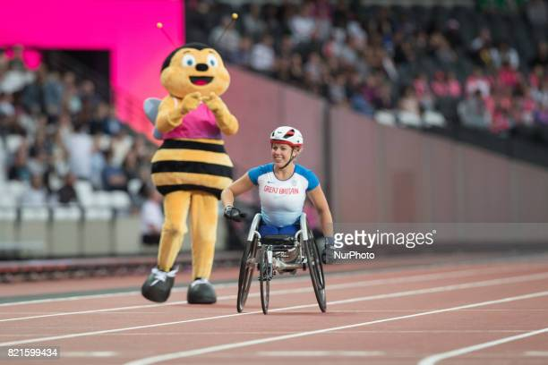Hannah Cockroft of Great Britain celebrates after winning gold in the Women's 400m T34 Final alongside Wizzbee Mescot during World Para Athletics...