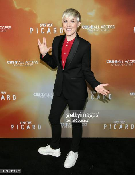 """Hannah Hart attends the premiere of """"Star Trek: Picard"""" at ArcLight Cinerama Dome on January 13, 2020 in Hollywood, California."""
