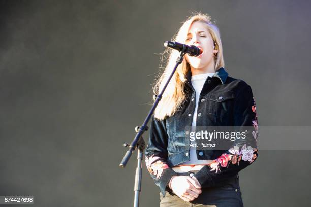 Hannah Reid of British band London Grammar performs on stage at the Lollapalooza Festival on September 10 2017 in Berlin Germany