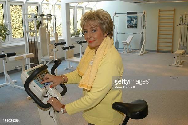 Hanne Haller Fitnesstraining RottachEgern Hotel Bachmair am See Sängerin Fitnessgerät Workout Fitness Trainingsgerät Training Promis TrimmDichFahrrad...