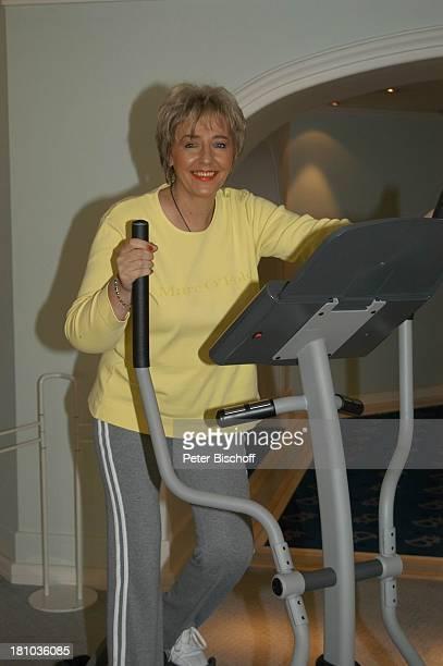 Hanne Haller Fitnesstraining RottachEgern Hotel Bachmair am See Sängerin Fitnessgerät Workout Fitness Trainingsgerät Training Promis Prominente...