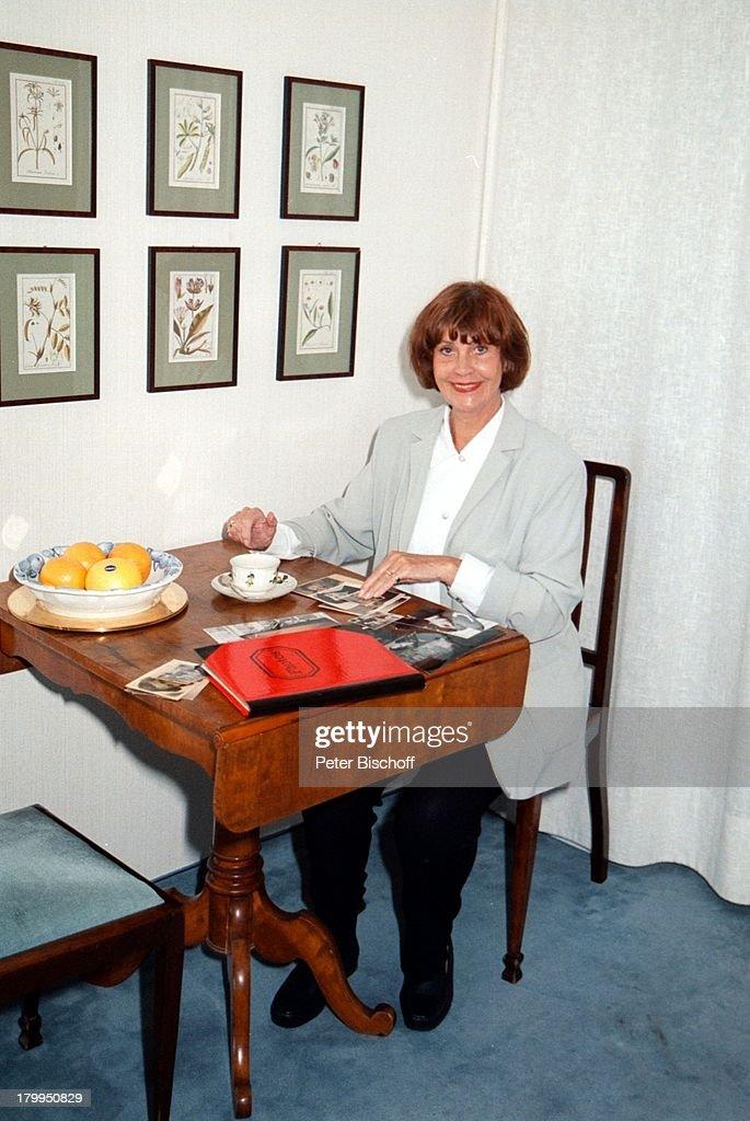 Hannelore Cremer Homestory Munchen Wohnzimmer Tisch Kaffeet
