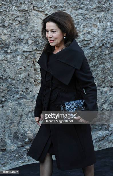 Hannelore Elsner attends the memorial service for Bernd Eichinger at the St Michael Kirche on February 07 2011 in Munich Germany Producer Bernd...